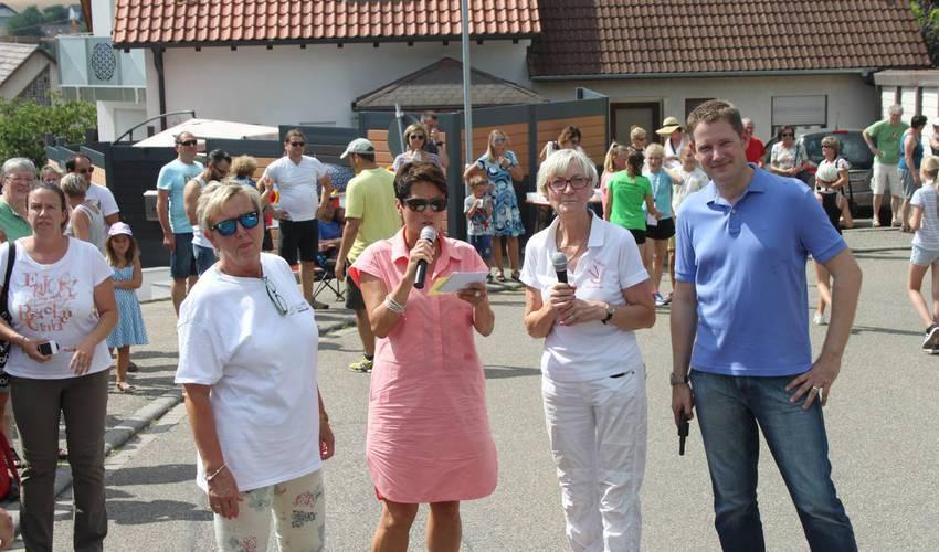 von links: Andrea Willmann und Bärbel Schütz (Skiclub), Sonja Faber-Schrecklein, Bürgermeister Luca Wilhelm Prayon (Foto: Zachmann)