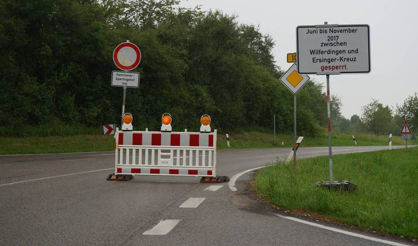 B10 am Ersinger Kreuz - Fa. Kammerer und Sperlingshof können angefahren wqerden.