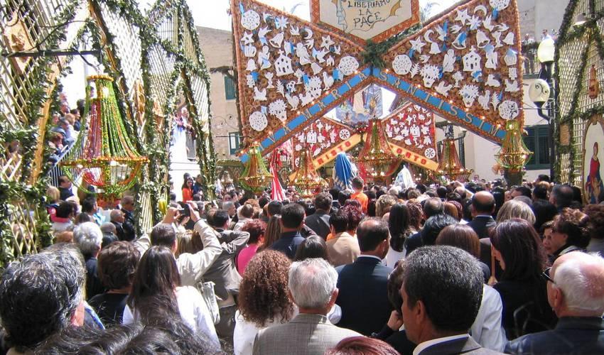 Jede Menge los ist auf den Straßen von San Biagio Platani bei den großen Zeremonien zur Osterzeit. Foto: Partnerschaftsverein