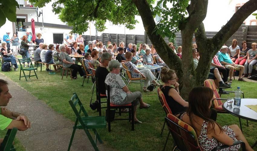 Lucky Strings vor etwa 60 Zuhörern (Foto: Barbara Casper)