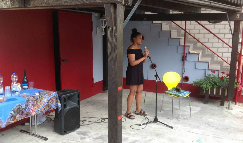 Musikalische Begleitung von Tanja Secka (Foto: Barbara Casper)